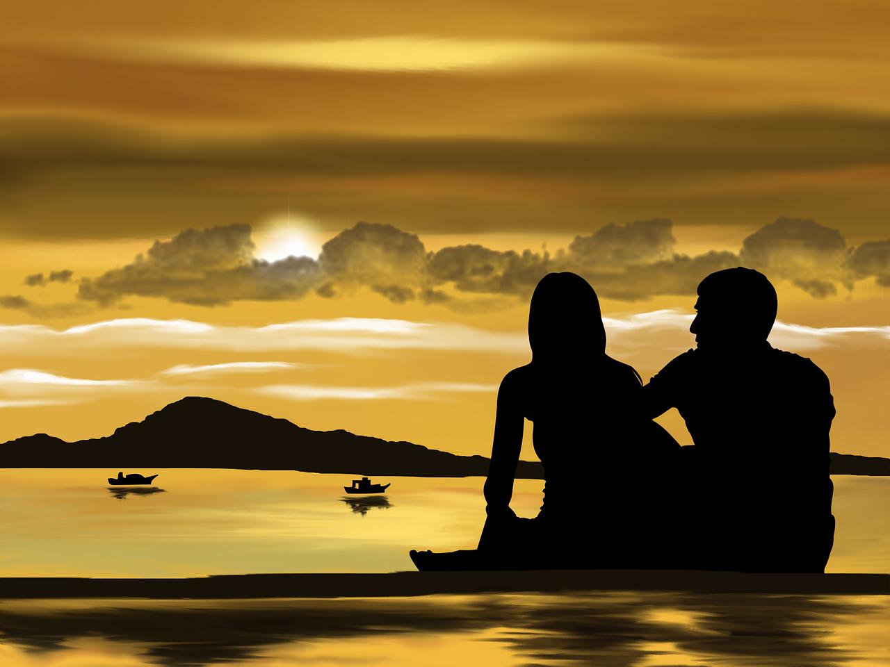 Zakochana para przy zachodzie słońca